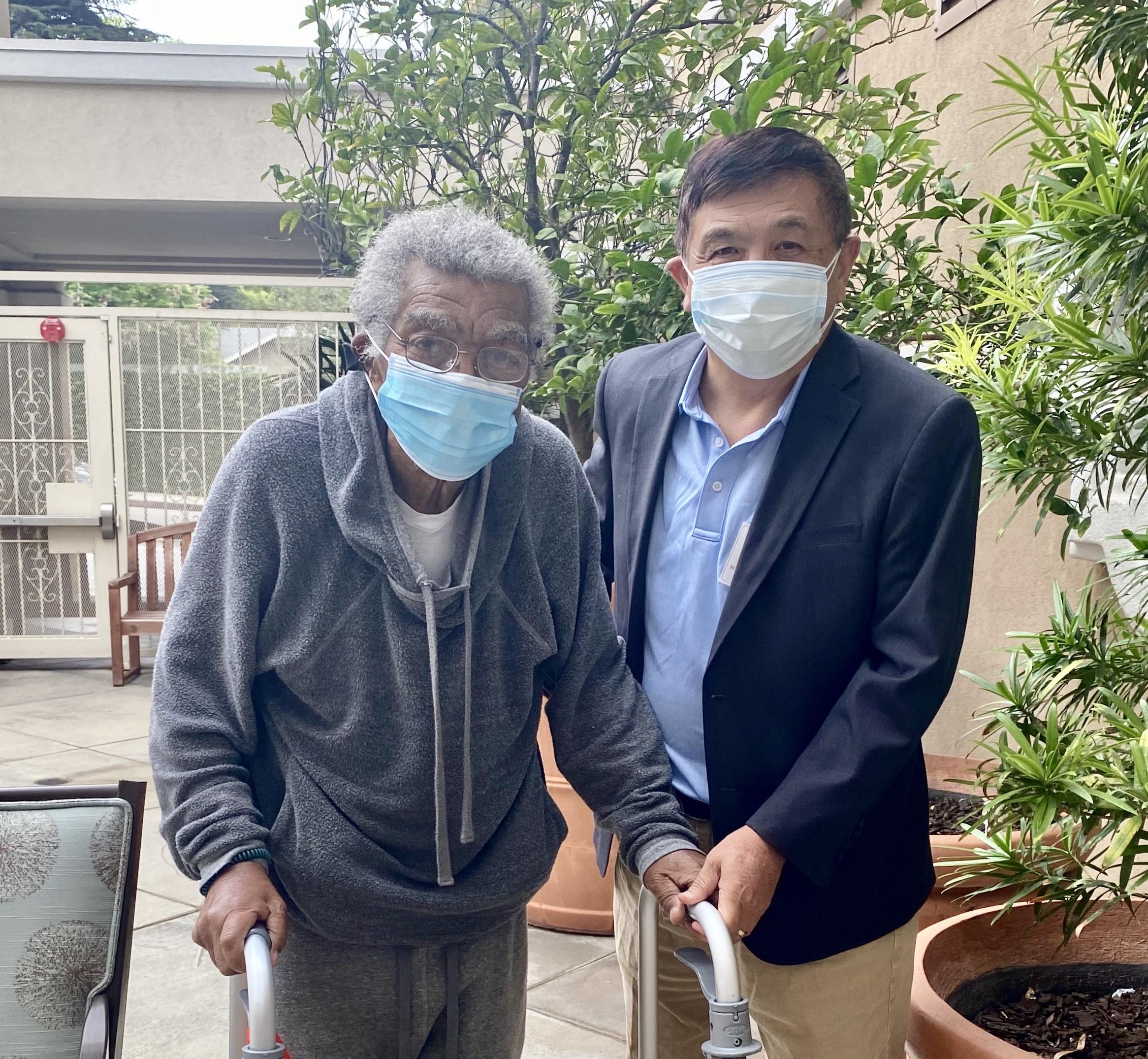 北奥看望過92歲生日的黑人父親。記者尚穎攝