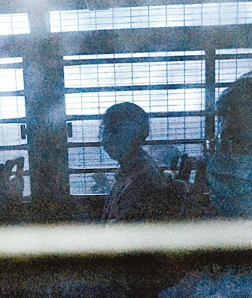 周庭判刑後由囚車押走。黃偉強攝