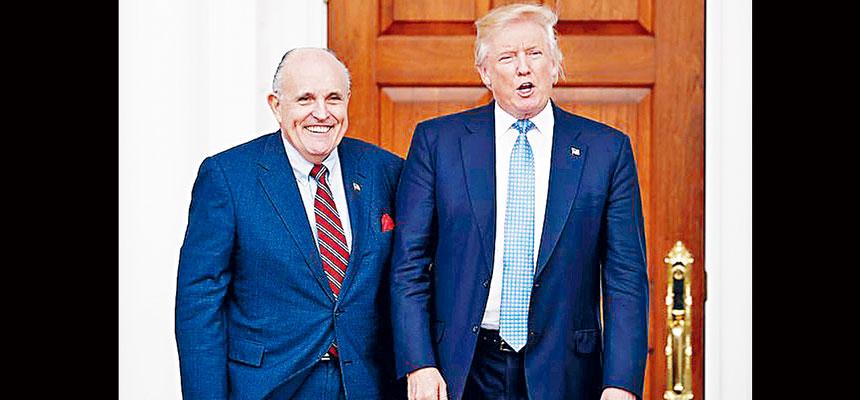 有消息指,特朗普有意提前頒布特赦令,保護自己的3名成年子女、女婿和私人律師朱利安尼免受起訴。美聯社