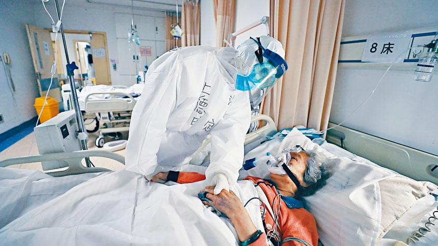 醫護人員向病者說:「你的親人不在,我們現在就是你的親人了。」尤其感人。