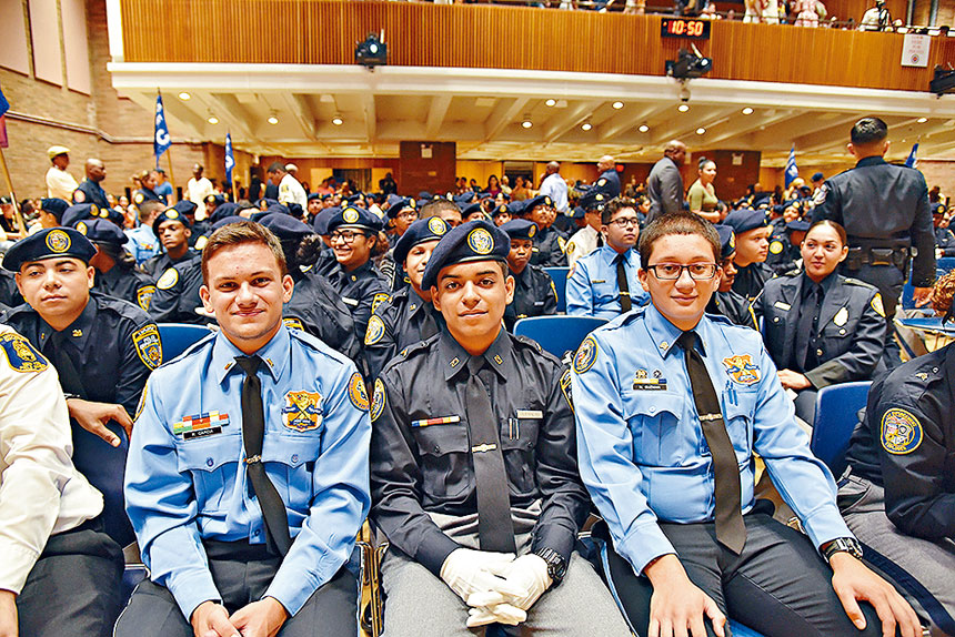市警�仗�探索者�目�e�k多年,向青年提供探索刑事司法�I域的�C��。警方提供