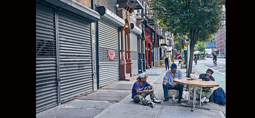 不少居民反映,紐約市警務處削資後街頭遊民問題嚴重。Hiroko Masuike/紐約時報