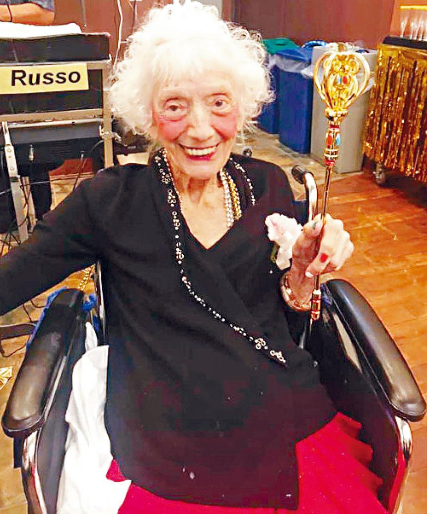 弗里德曼目前已102歲,仍然保持良好精神。臉書圖片