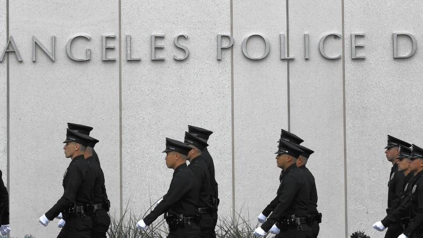 洛杉磯市警察局預計將有951名警官被裁員。洛杉磯時報