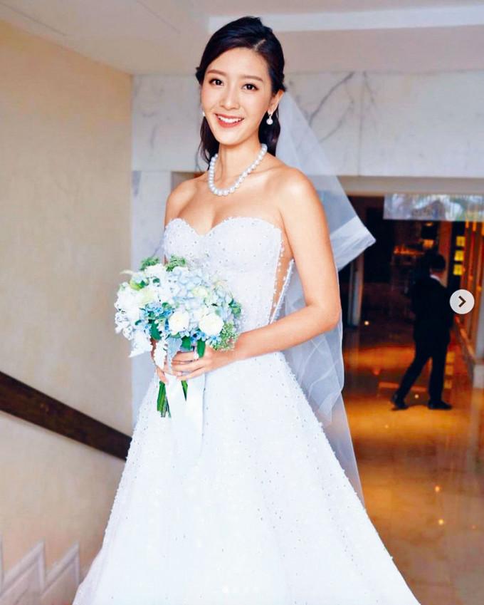 余香凝分享結婚當日的婚紗照。