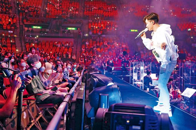 張敬軒日前舉行了八場演唱會,有確診者潛伏期曾到紅館捧場。