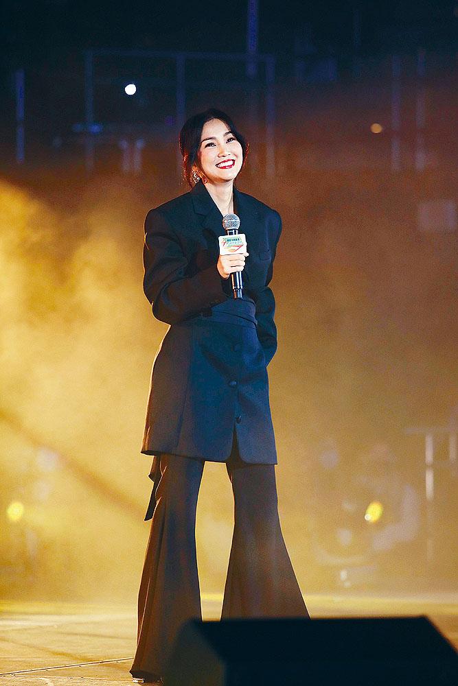 Kay前晚為音樂會演出,訪問時否認與老闆麥浚龍不和。
