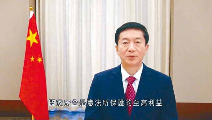 駱惠寧認為,《港區國安法》威力初顯,香港進了由亂向治的關鍵時期,但許多規定還需要轉化為完善的制度機制。