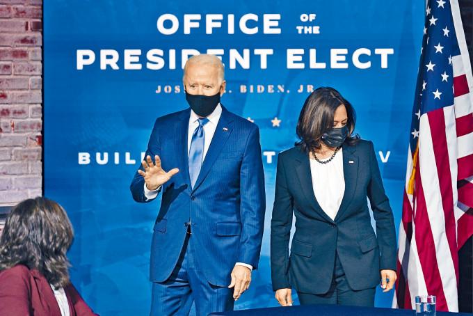 拜登和副手賀錦麗周二戴口罩介紹新政府經濟團隊。