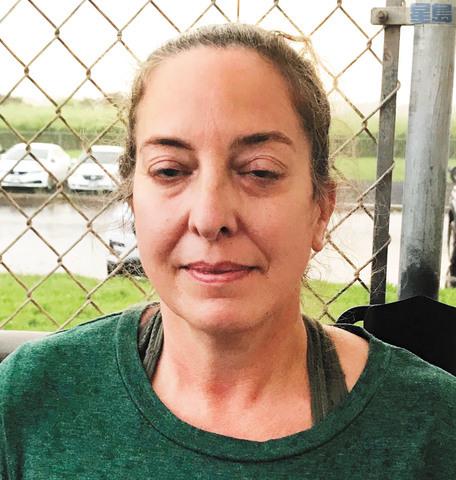 彼得臣(Courtney Peterson)返抵夏威夷後被捕。美聯社