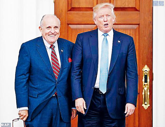 綜合《紐約時報》及英國《每日郵報》報道,根據消息人士的說法,暫時未知是特朗普還是朱利安尼率先提起此事,但目前特朗普未有明確決定。特朗普擔心,自己一旦離任後,拜登政府的司法部可能追究往事,向兒子小特朗普(Donald Trump Jr.)、埃立克(Eric Trump)、女兒伊萬卡(Ivanka Trump)、女婿庫什納(Jared Kushner)以及朱利安尼發起調查。 在各人涉及的問題中,小特朗普曾在2016年大選時,秘密會晤俄羅斯的代表,希望掌握當時民主黨總統候選人希拉莉的黑材料,消息曝光後又一度否認事件,因此有向調查人員提供虛假證供的嫌疑。庫什納的問題則與他申請安全許可有關,不排除他填寫資料時虛報部分內容,但最後仍然獲准接觸國家最高機密。伊萬卡和埃力克的問題仍未明朗,不過兩人參與管理家族生意,而特朗普集團涉嫌報稅和申請銀行貸款時虛報資料,因此公司正面對紐約曼哈頓檢察官辦公室調查。 至於朱利安尼方面,消息形容他高度介入去年的烏克蘭風波,包括繞過特朗普政府的國務院和白宮國家安全委員會,私自與烏國政府接觸。 《紐約時報》的報道刊登後,朱利安尼在推特發文,指責報社說謊,自己從未參與有關討論。不過去年同樣牽涉烏克蘭風波的生意夥伴帕爾納斯(Lev Parnas)回應推文時,將特朗普與身邊親信形容為「邪教」,彼此間時常談及特赦,又說無罪的人根本不需要這樣的安排。 分析形容,總統提前赦免某些人的做法雖然罕見,但也不至於全無先例,國父華盛頓便曾特赦「威士忌起義」(Whiskey Rebellion)的策劃人免受控叛國罪起訴。另一例子是前總統福特在「水門事件」後,特赦前總統尼克遜,保證他不會因為任何原因受到起訴。卡特總統亦曾特赦數以萬計逃避越戰的國民。