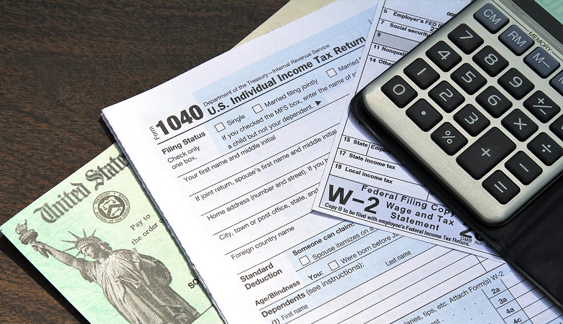 國稅局推遲今年報稅到2月12日才開始,比平常晚了幾個星期,因為國會在上月底通過了紓困救濟法後,國稅局需要時間重啟和測試電腦系統。    資料圖片