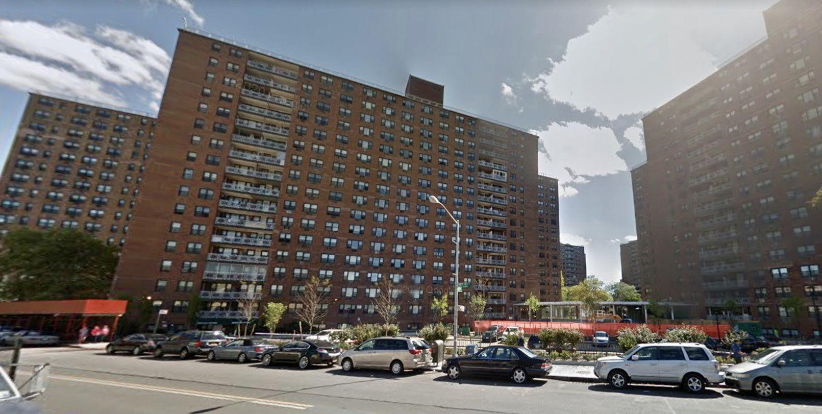 一名疑似性工作者的女子被發現死在可樂娜公寓樓。 谷歌地圖