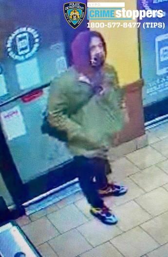 ■警方通緝在法拉盛商業區竊華人商店的嫌疑人。