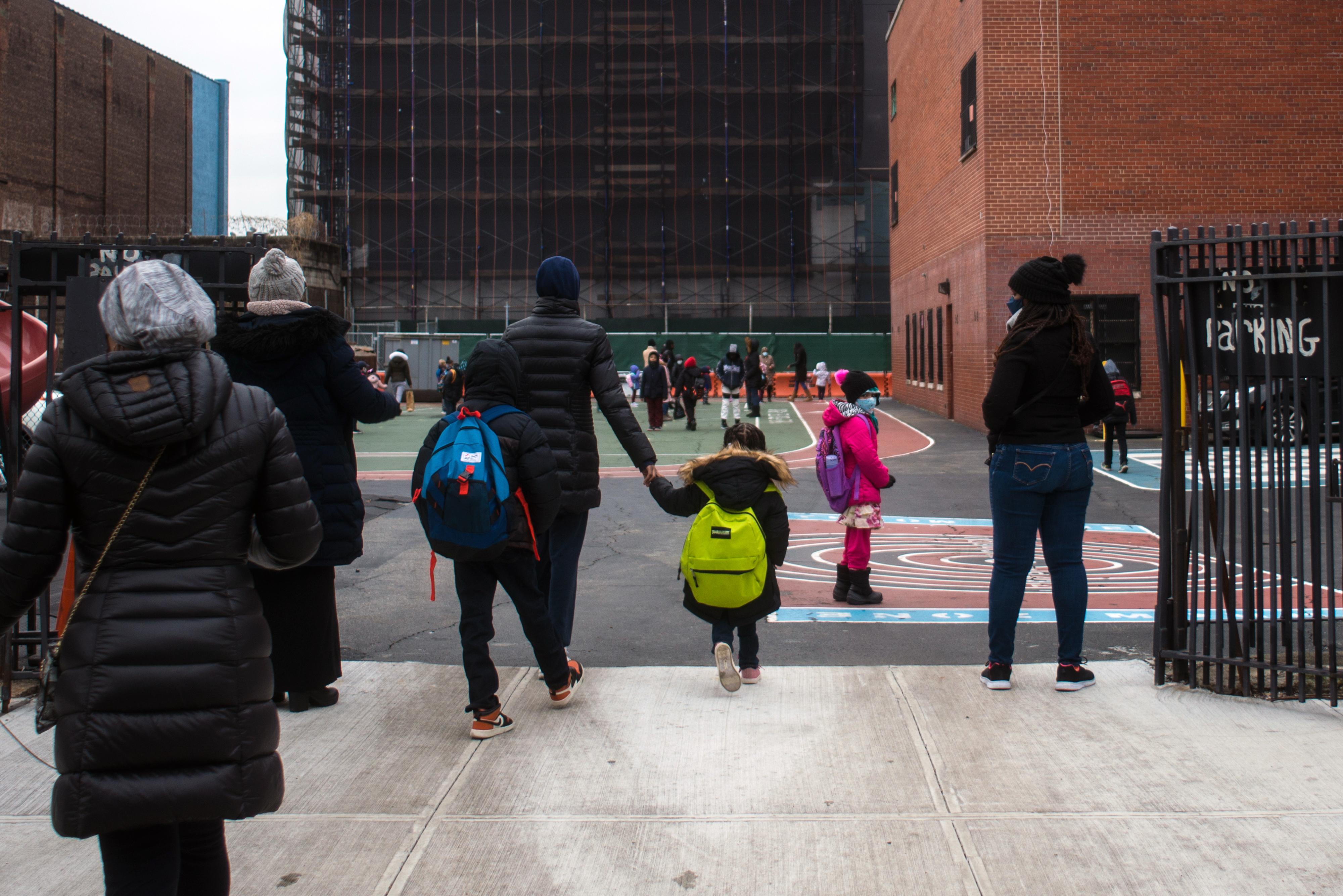 教師工會認為,老師疫苗接種率對於評估復課至關重要。 Andrew Seng/紐約時報