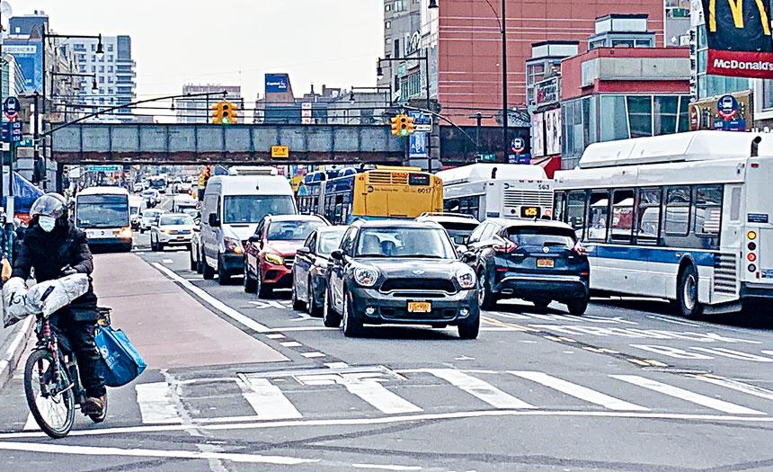 為期一年的「緬街巴士專線計劃」1月19日上午6時開始實施,緬街車流密進現象將消失,交通能否改善答案有待揭曉。
