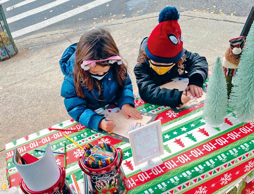 孩子們寫信給聖誕老人。Danielle Febles-King提供