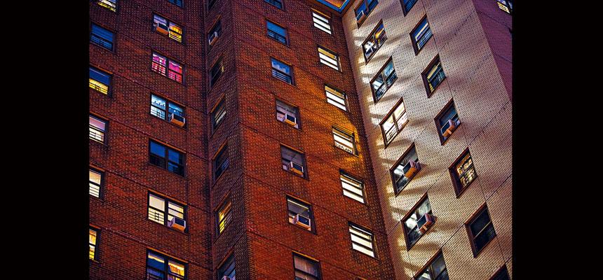 去年市房屋局屋苑合共發生71宗命案,升幅高達48%。Demetrius Freeman/紐約時報