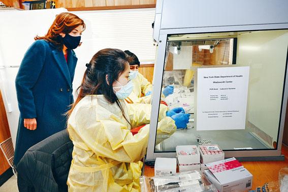 副州長胡楚21日視察疫苗注射中心。州長辦公室Flickr圖片