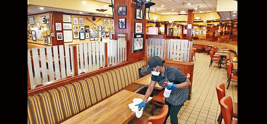 紐約市餐飲業在堂食禁令下遭受重挫。美聯社