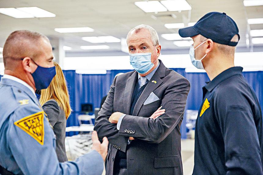 墨菲(中)表示,對聯邦政府的疫苗供應量有信心。美聯社