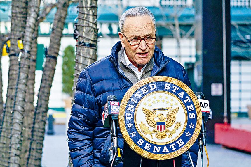 據了解,舒默直接遊說拜登和他的新任團隊向紐約撥款。美聯社
