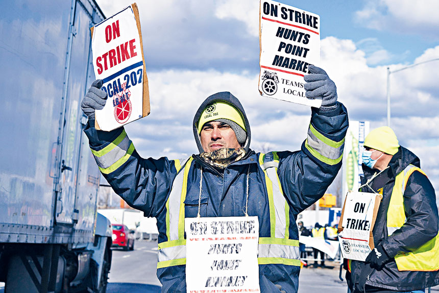 亨茲點農產品市場的工人正進行30年來首次罷工。James Estrin/紐約時報