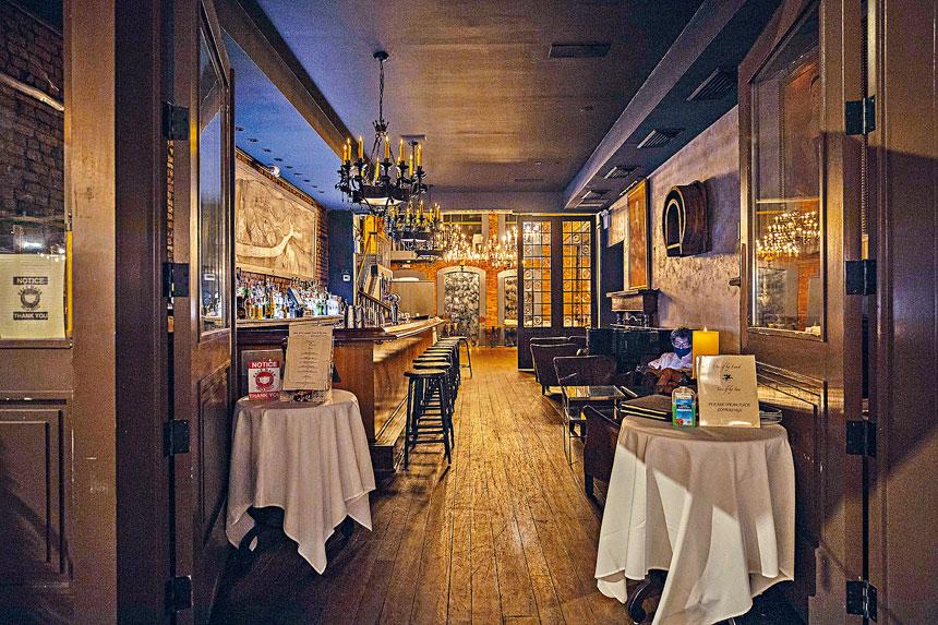 堂食禁令對紐約餐飲行業造成巨大打擊。Hiroko Masuike/紐約時報