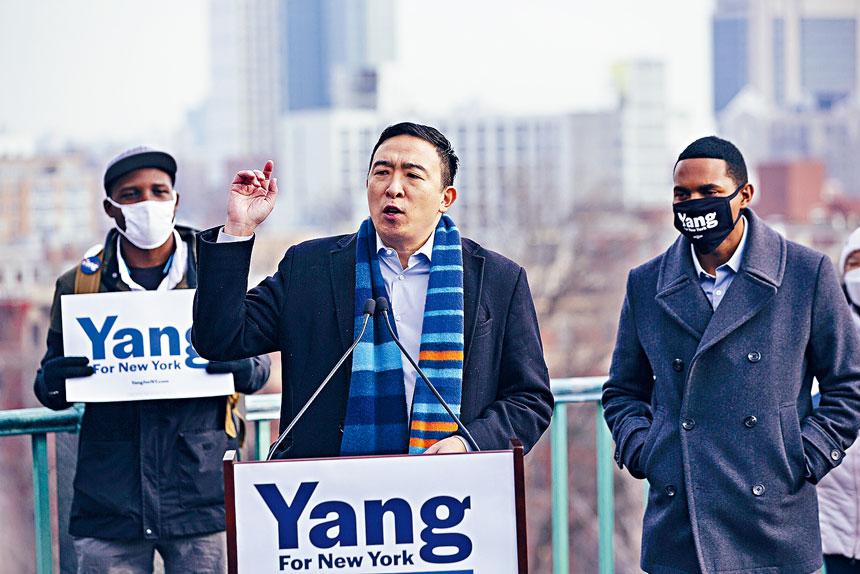楊安澤的競選政綱中包括反貧困計劃。美聯社