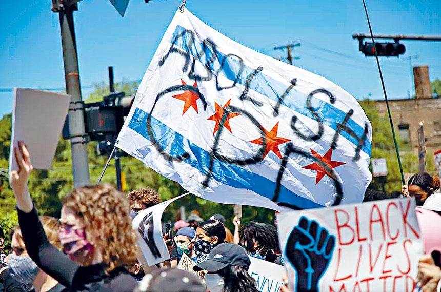 自從去年5月的「黑人命也是命」示威活動以來,示威群要求削減芝市警察的經費。芝市警網頁