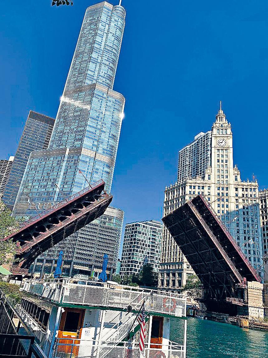 位於芝加哥河畔的特朗普大廈。梁敏育攝