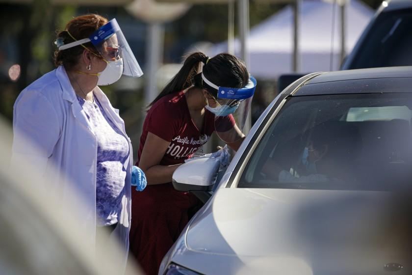除非疫苗分發速度加快 否則洛縣居民要到2022年才能接種完畢。洛杉磯時報