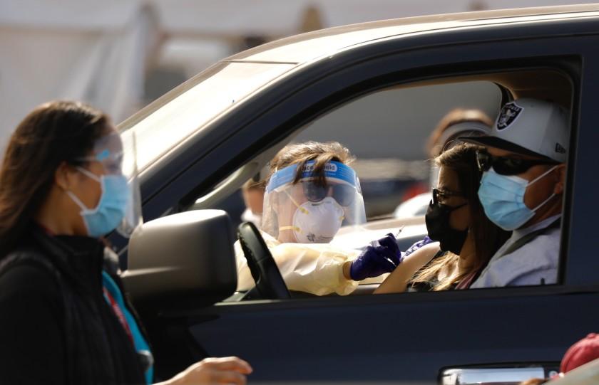 洛杉磯縣報告首例新冠確診病例一週年,疫情仍然沒有結束。洛杉磯時報