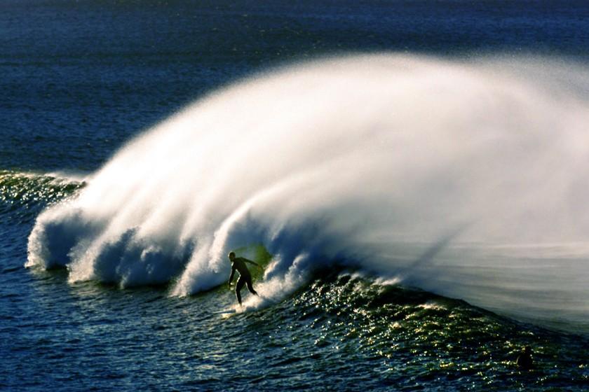 強烈的聖塔安納焚風將在沿海帶來大浪。洛杉磯時報