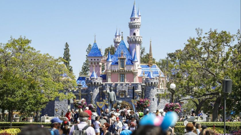 迪士尼樂園宣布取消年卡服務。洛杉磯時報