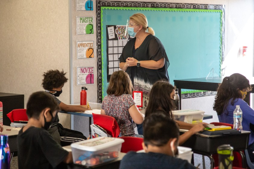 州府重啟學校計畫門檻高,南加各縣內學區暫無法重啟。洛杉磯時報