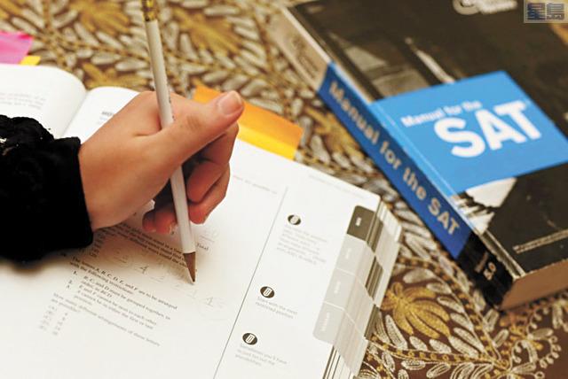 加大正逐步淘汰SAT和ACT作為入學要求,專家則認為開發替代考試並不可行。洛杉磯時報