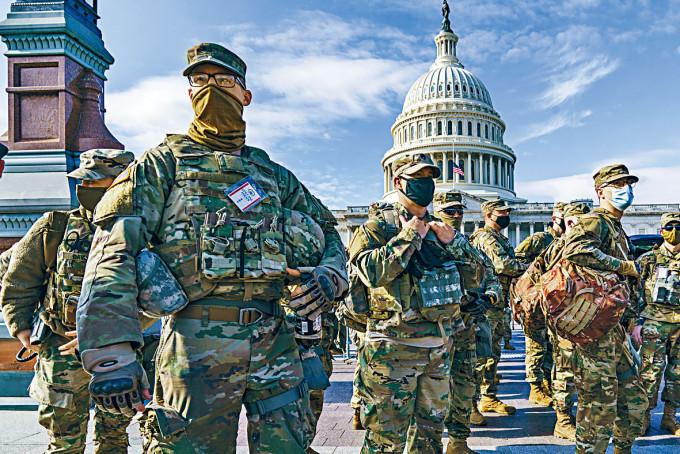 國民警衞軍周日在華盛頓國會山莊加強防衞。