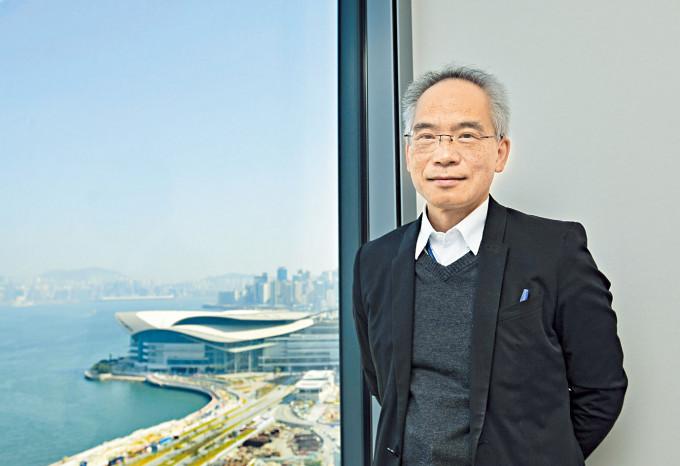 蘇偉文表示,當局只會考慮全幢物業改建的方案,以避免大廈仍有其他工業活動。