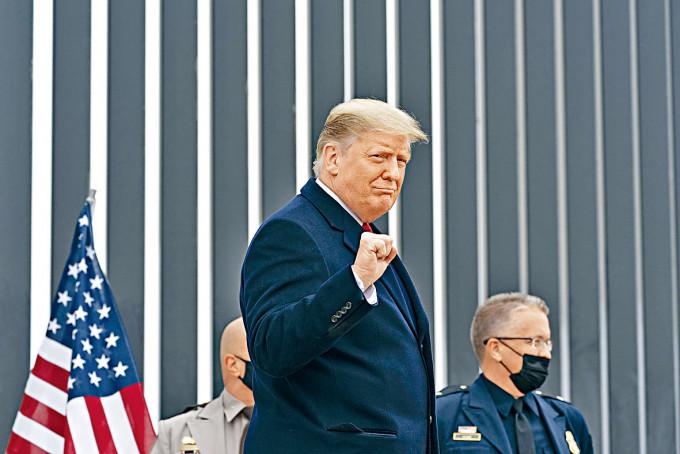 特朗普上周二在美墨邊境圍牆巡視。