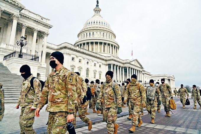 美國國民警衞軍周一抵達華盛頓國會山莊布防。