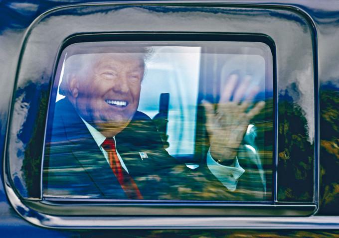 特朗普上周三抵達佛州棕櫚灘。