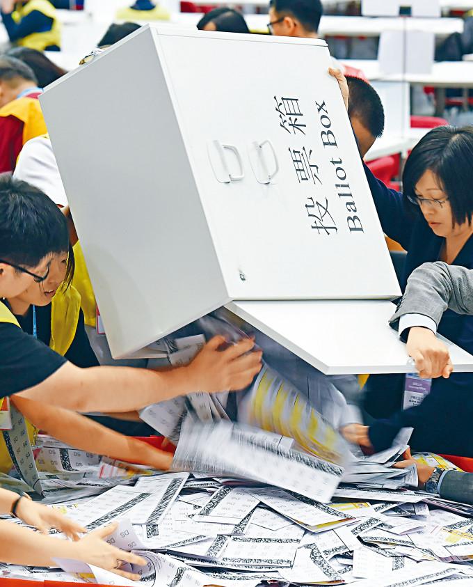 路透社指,北京正討論改革立法會選舉制度。