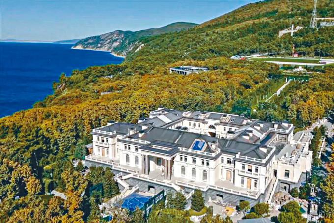 納瓦爾尼團隊聲稱屬於普京的超級豪宅。