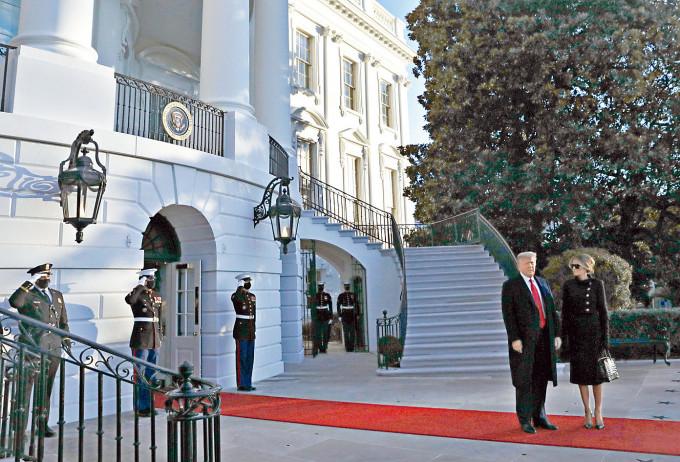 特朗普與夫人梅拉尼婭離開白宮,準備前往美軍基地出席告別儀式。