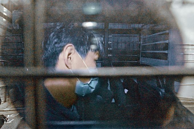 被告消防員方志雄,由囚車接往監獄服刑。