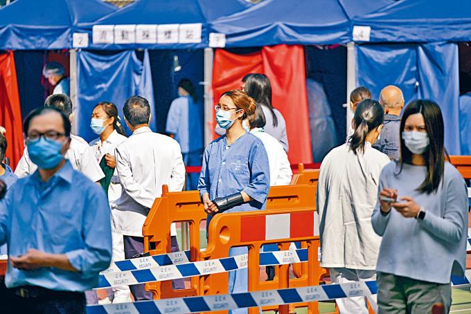 伊利沙伯醫院護士先後初步確診,醫院為全院員工檢測以防萬一。