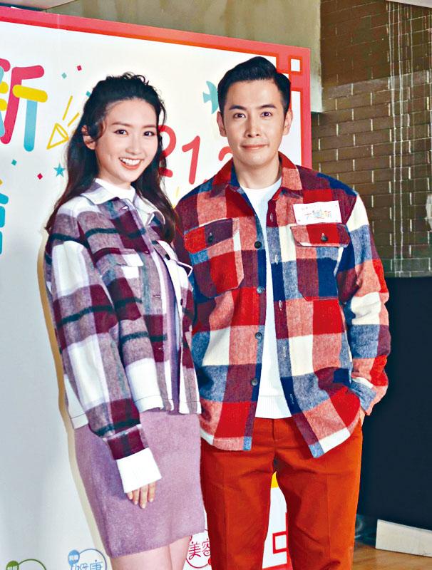 李日朗與女友黃靜藍情侶裝亮相。