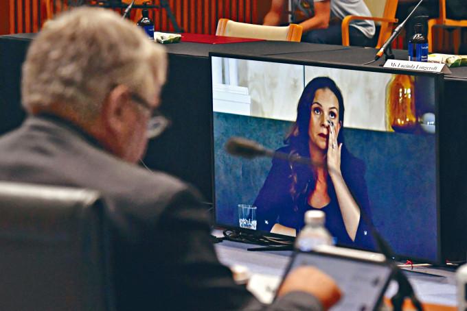 Google澳洲分公司總經理席爾瓦(右)昨日透過視像系統,出席澳洲國會參議院聽證會。