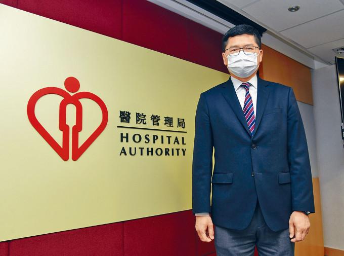 醫管局行政總裁高拔陞回顧抗疫戰役,稱要做到醫護零感染就如足球「守龍門」。